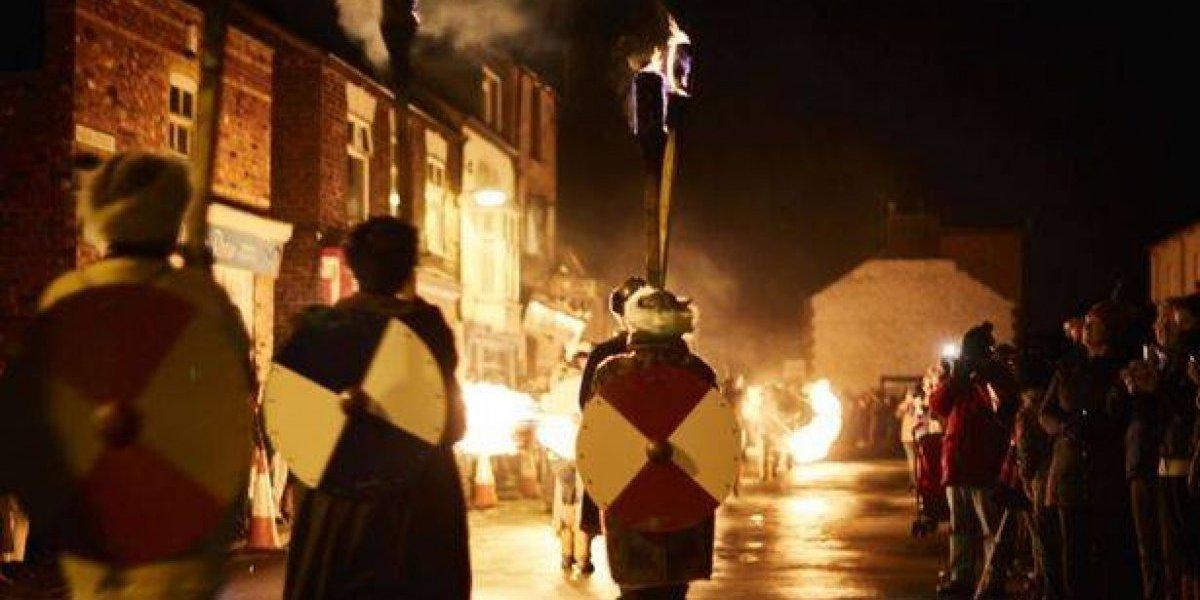 Vilarejo celebra Ano Novo Viking; veja as fotos