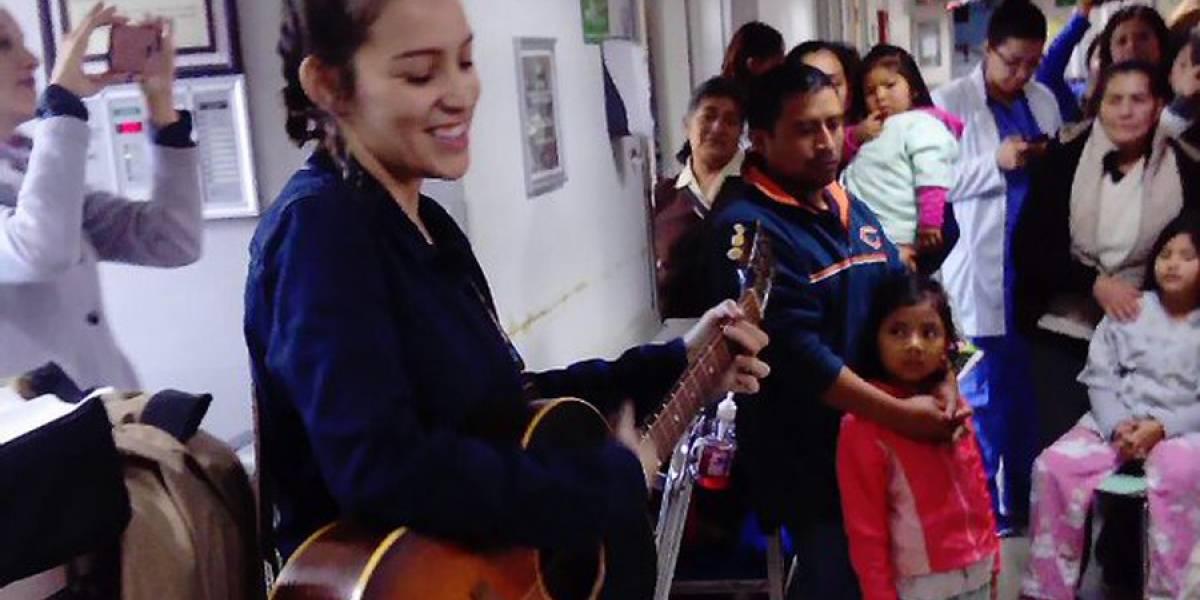 VIDEO. Gaby Moreno canta a los niños de la Pedriatría del Hospital Roosevelt