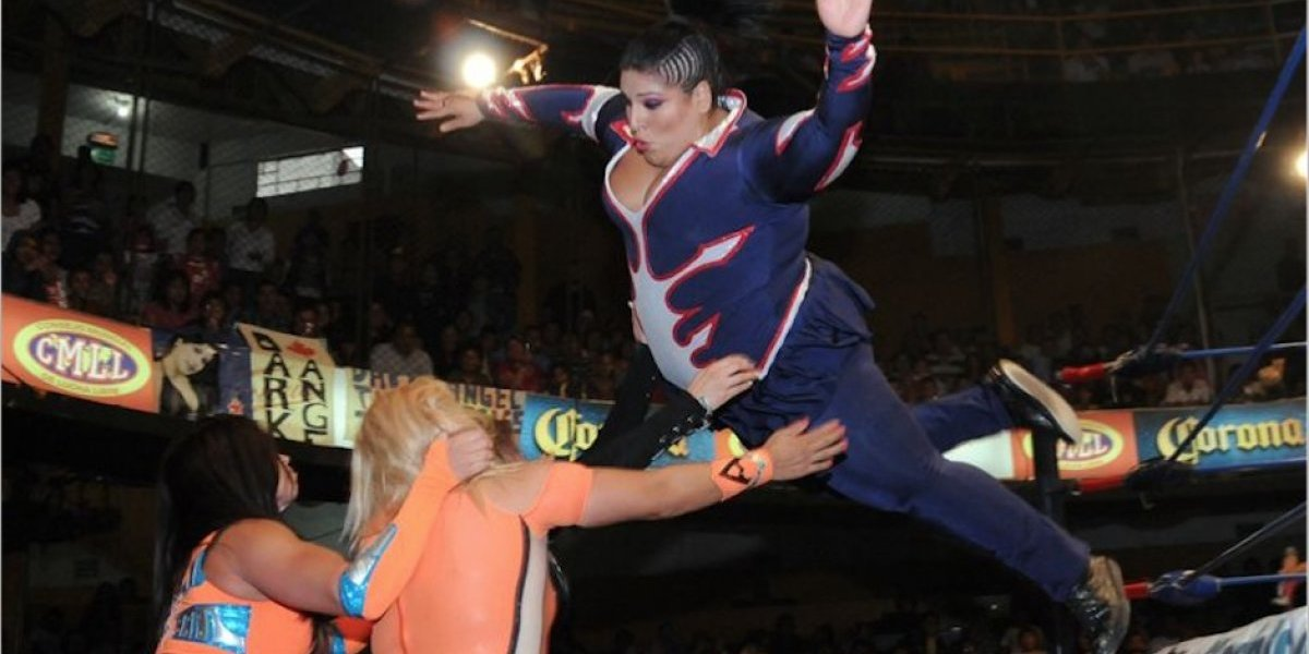 VIDEO. Luchadora Goya Kong sufre terrible lesión tras saltar del cuadrilátero
