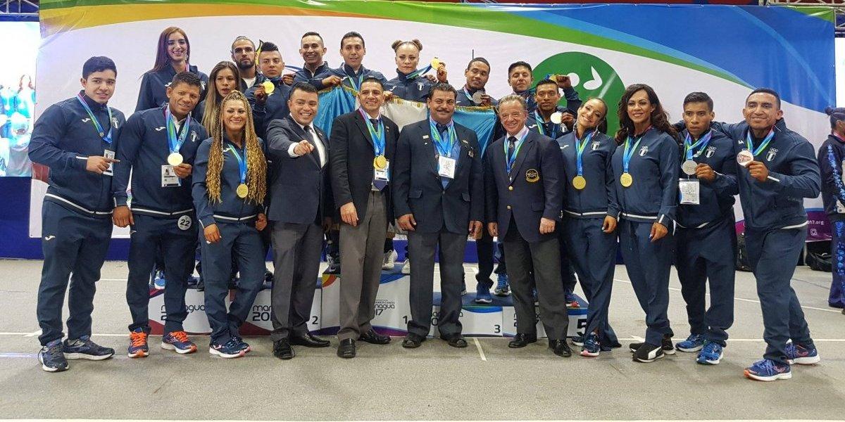 VIDEO. Campeones absolutos regresan a Guatemala cubiertos de oro
