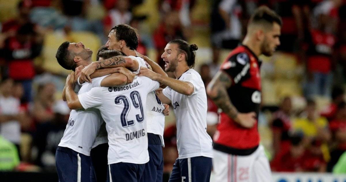 Jogadores do Independiente comemoram o título