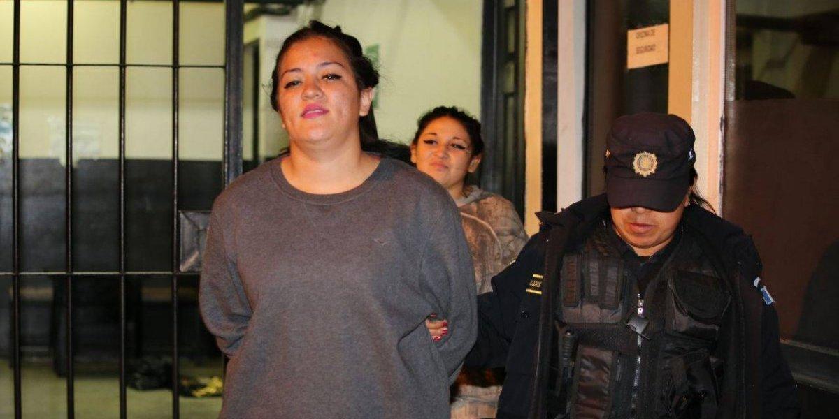 Tras persecución, detienen a mujeres señaladas de cometer crimen