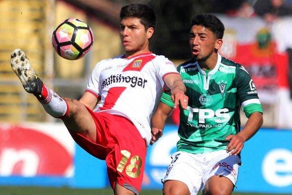 Raimundo Rebolledo jugó 17 partidos en el segundo semestre de 2017 en Curicó Unido: 12 en Primera y 5 en Copa Chile / Foto: Photosport