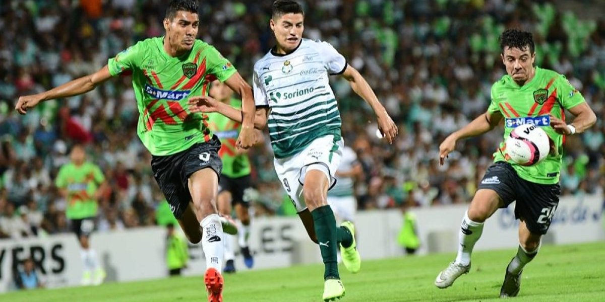 Ronaldo Cisneros llega a Chivas, que lo compró a Santos