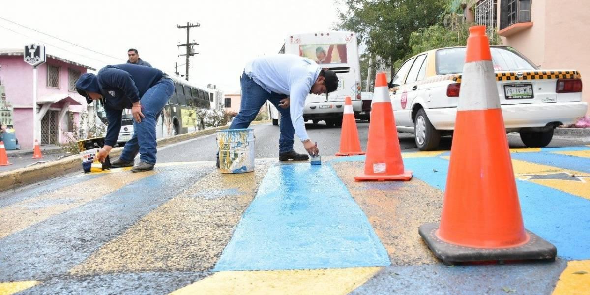 FOTO: Pintan paso peatonal con campeonatos de Tigres