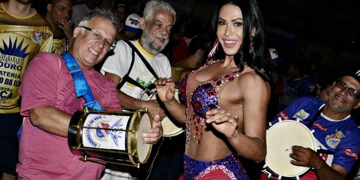 Gracyanne Barbosa cai no samba trabalhada na transparência