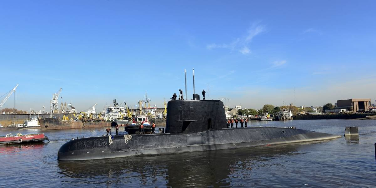 Familiares de tripulantes del submarino argentino continúan búsqueda a un mes de su desaparición