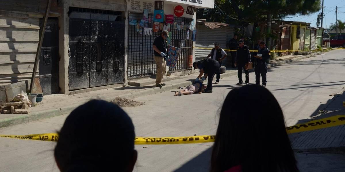 Sicarios asesinan a mujer enfrente de sus nietos cuando iban a la tienda
