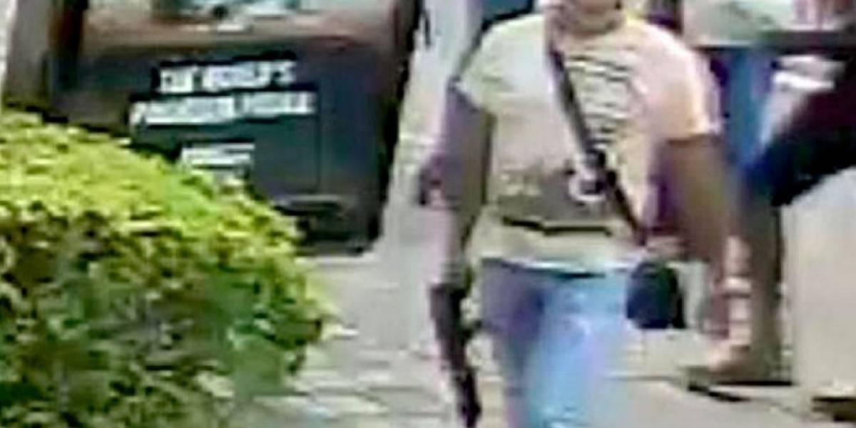 ¿Terrorista en Medellín? Un hombre con un fusil recorría las calles antioqueñas