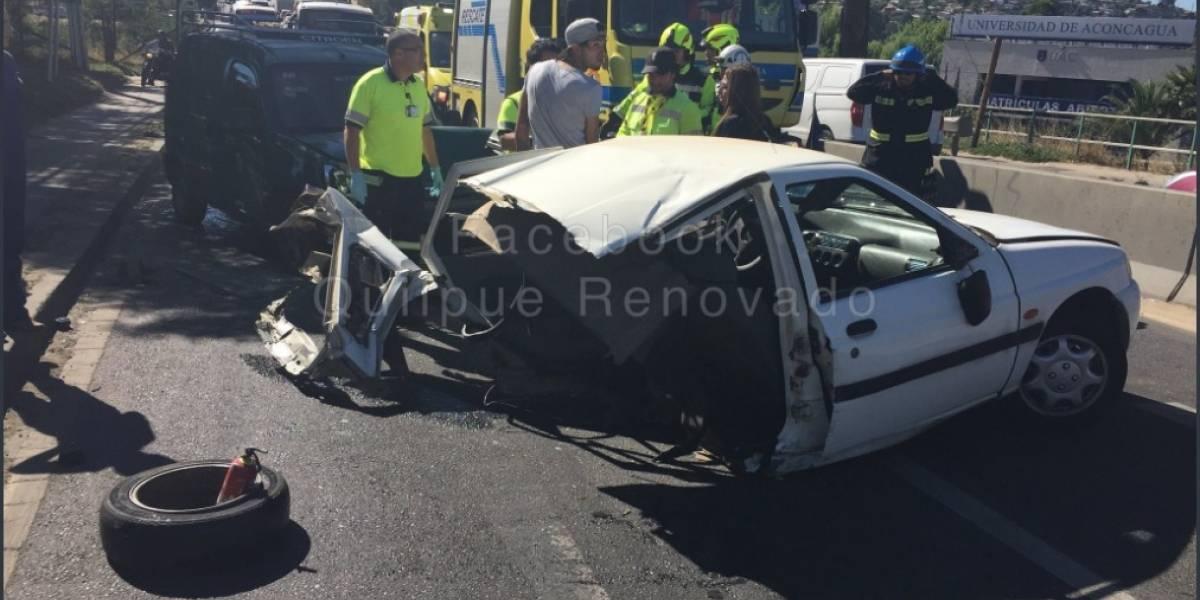 Quedó la grande en Quilpué: auto chocó y quedó partido por la mitad