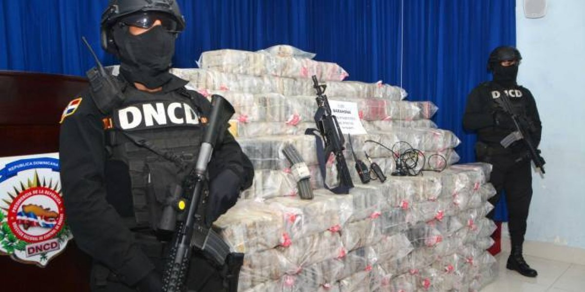 DNCD ocupa más de mil paquetes presumiblemente cocaína en Barahona