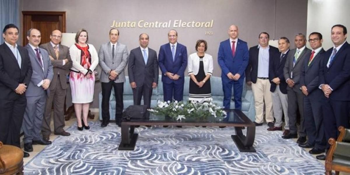 JCE se reúne con comisión evalúa equipos usados en las elecciones del 2016