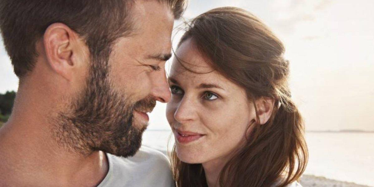 Odias que las parejas se hablen como bebés: la explicación científica para este comportamiento