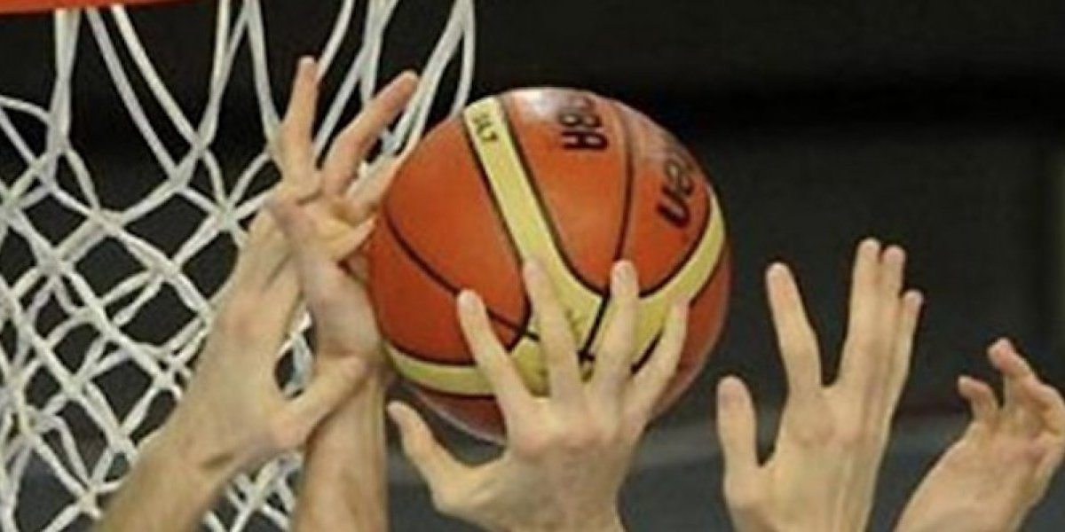 VIDEO. Lejos de jugar baloncesto parece que estos jóvenes practicaban boxeo