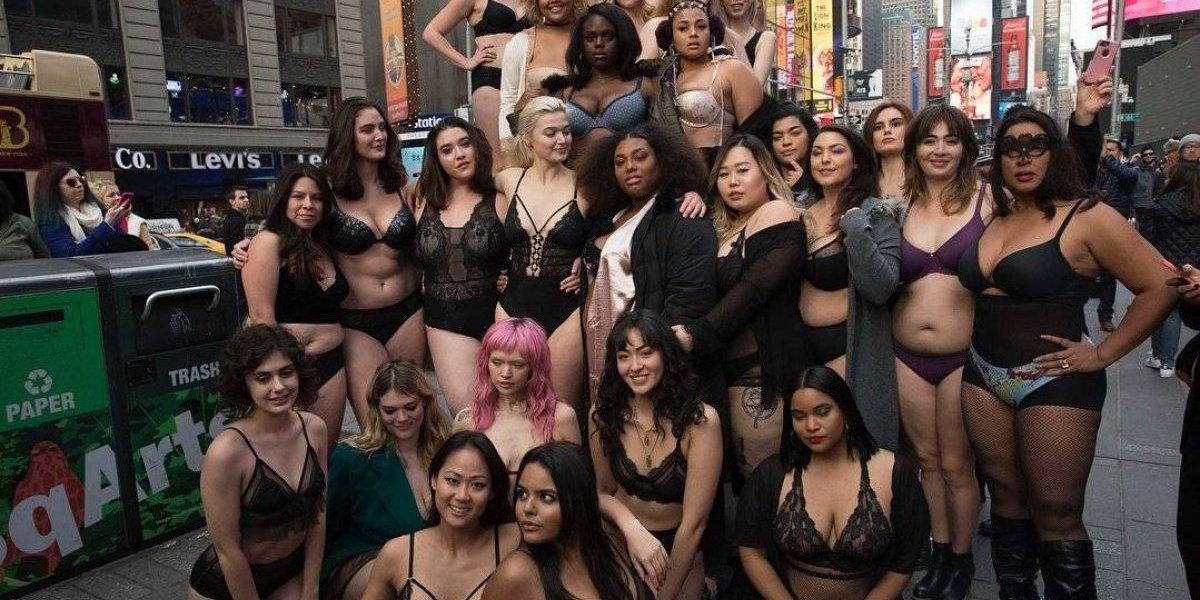 Modelos plus-size desfilam na Times Square; veja as fotos