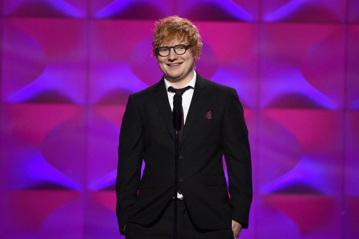 """MÚSICA DO ANO: """"Shape of You"""". De acordo com lista divulgada pelo Spotify, o cantor inglês Ed Sheeran se tornou o artista mais escutado no serviço de música em streaming com 47 milhões de ouvintes mensais (sendo boa parte deles seus fãs). O álbum """"÷"""" (Divide) também é o mais ouvido do Spotify no ano (3,1 bilhões) e a música """"Shape of You"""" se tornou a faixa mais escutada da plataforma desde o início do Spotify (1,4 bilhões). Getty Images"""