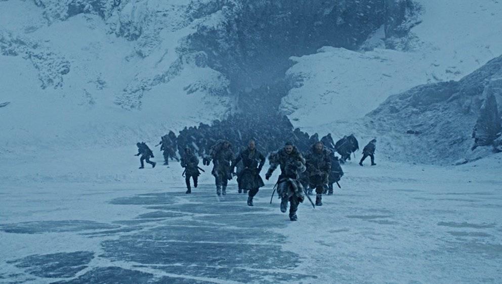 SÉRIE MAIS COMENTADA DO ANO: Game of Thrones. A produção da HBO enlouqueceu as redes sociais em 2017. A chegada da sétima e penúltima temporada mexeu com a cabeça dos fãs principalmente depois que hackers jogaram na web um capítulo inteiro do seriado, além de outras ameaças. Isso fez com que a hashtag #GameofThrones se tornasse uma das mais usadas do ano.