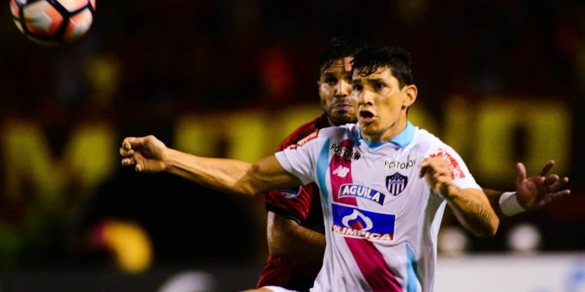 Roberto Ovelar afirmó sentirse ofendido tras polémica con compañero en Junior