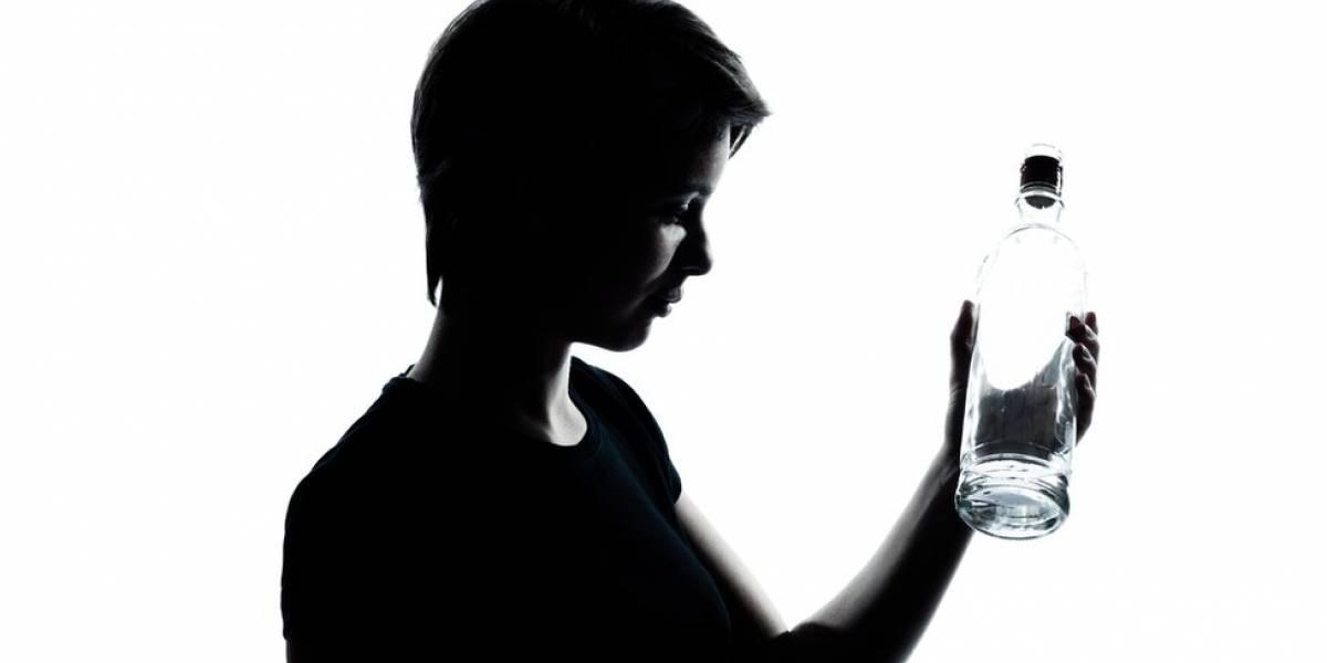 ¿Beber alcohol mata al coronavirus? Se prenden las alarmas tras intoxicaciones masivas