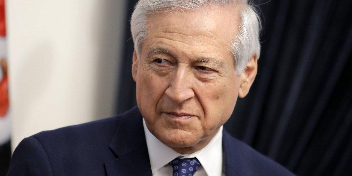 """Gobierno califica de """"inusual"""" el saludo de Mauricio Macri a Sebastián Piñera"""