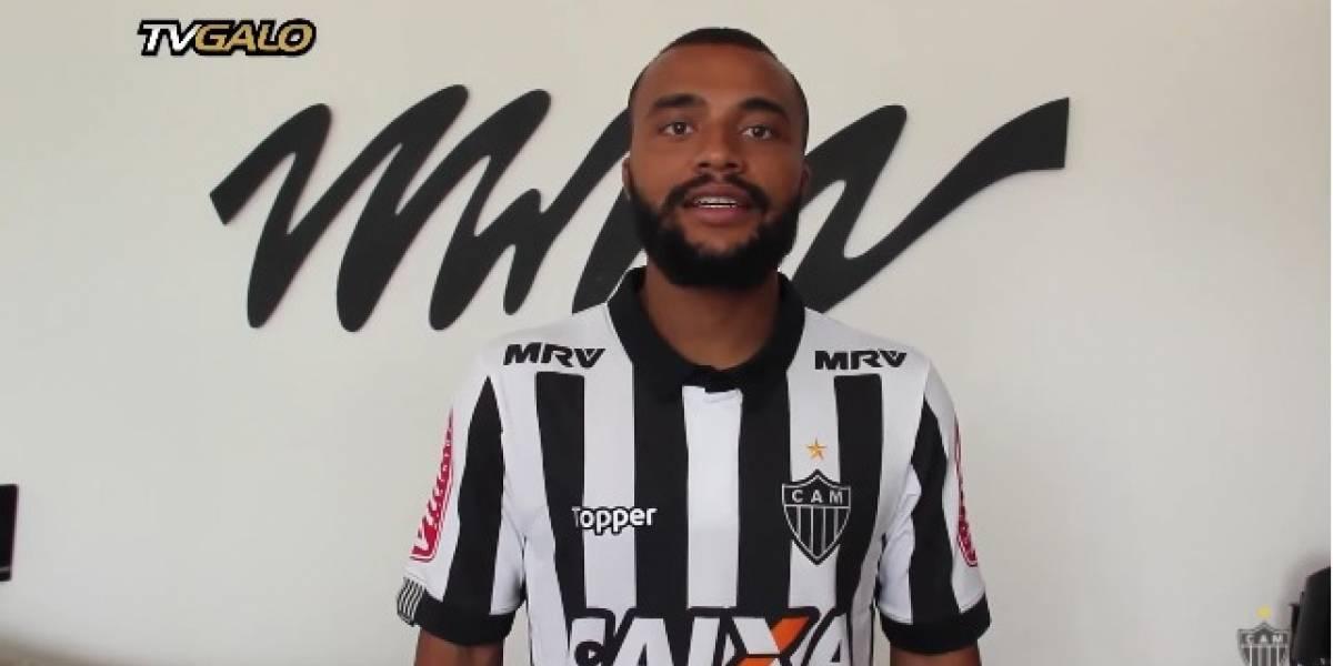 Atlético-MG anuncia contratação do lateral Samuel Xavier