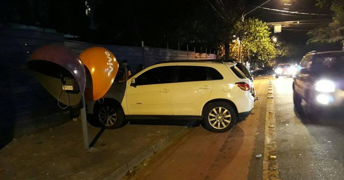 Estacionamento em Pinheiros estaciona carros na ciclovia
