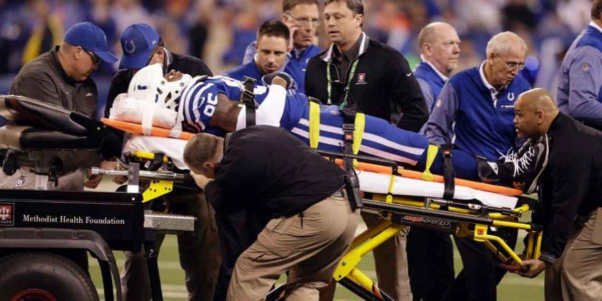 VIDEO: Ala cerrada de los Colts, hospitalizado por lesión en la cabeza
