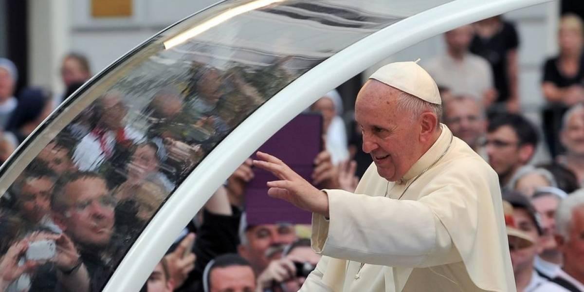 ¿Pagar $300 mil por ver al Papa durante 18 segundos? El polémico negocio por visita de Francisco a Santiago