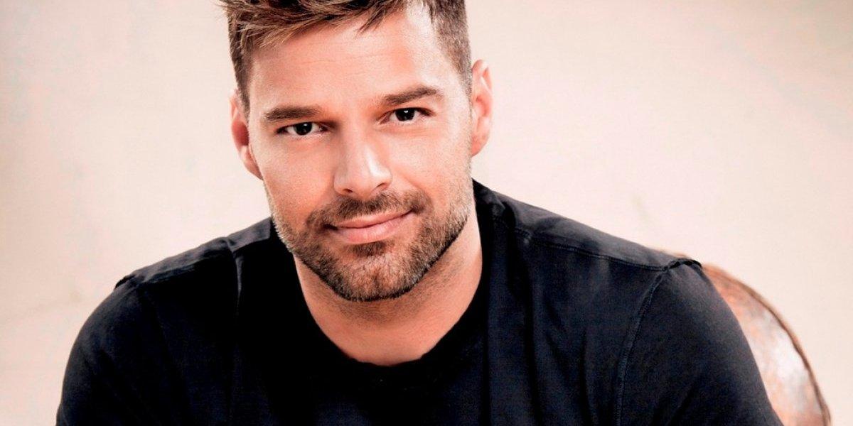 Foto sem censura de Ricky Martin causa polêmica nas redes sociais