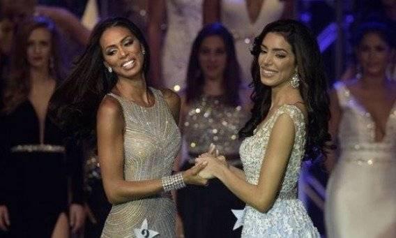 Génesis Dávila (izq.) en Miss Florida USA 2017