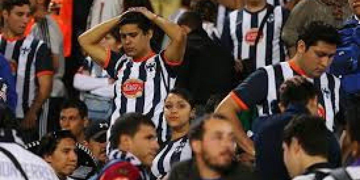 VIDEO: Aficionado de Rayados quemó sus playeras
