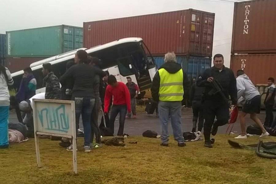 Tren chocó contra autobús que transportaba futbolistas