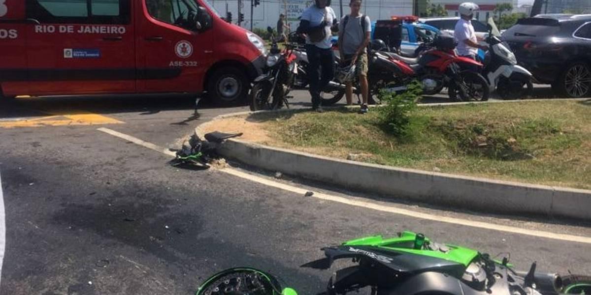 Carro de Romário atropela motoqueiro na Barra da Tijuca