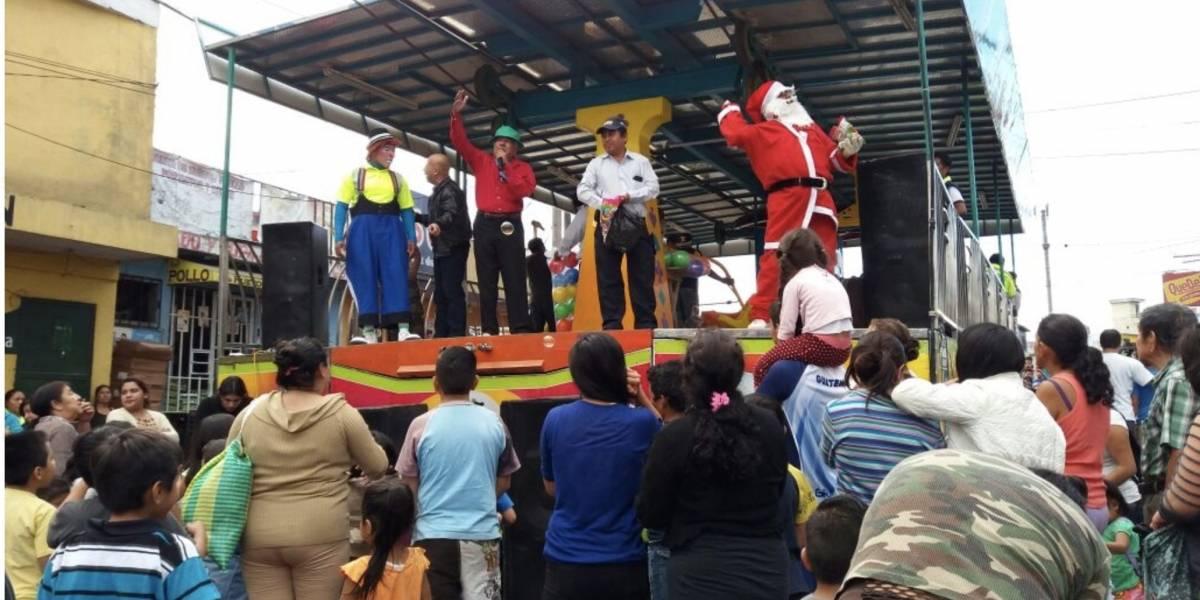 Desfile navideño y bandas alegran las calles de Mixco