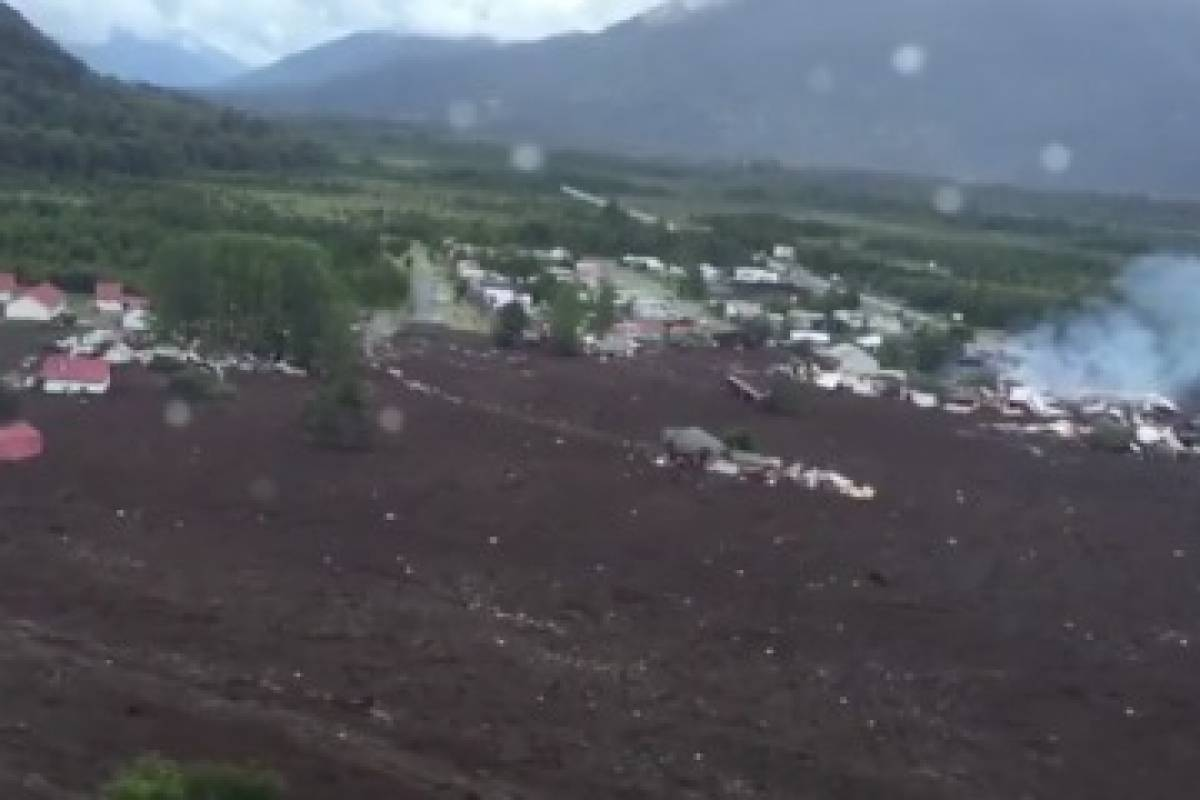 Aluvión afectó localidad en cercanías de Chaitén y deja un carabinero desaparecido