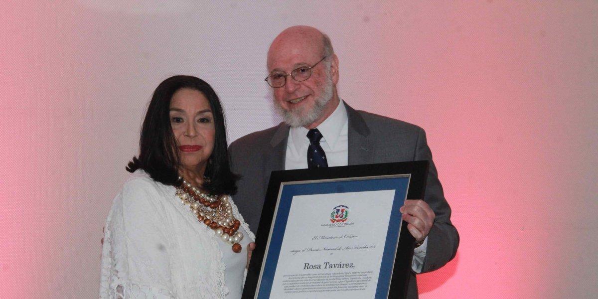 Ministerio de Cultura entrega Premio de Artes Visuales 2017 a la artista Rosa Tavárez