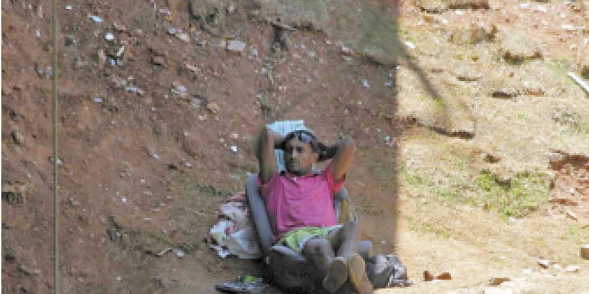 Barreiras não afastam moradores de rua em Santo André