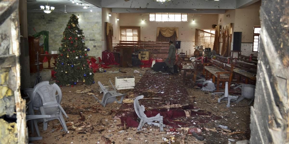 Al menos 9 muertos por atentado suicida en iglesia de Pakistán