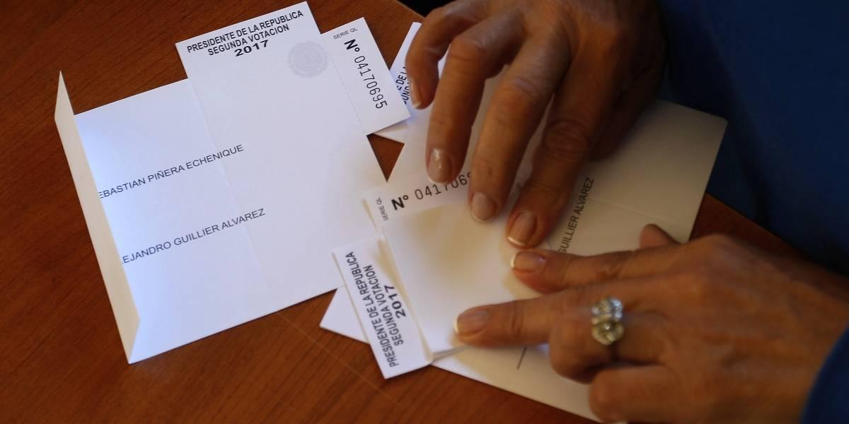Segunda vuelta 2017: Mujer es detenida por fotografiar su voto
