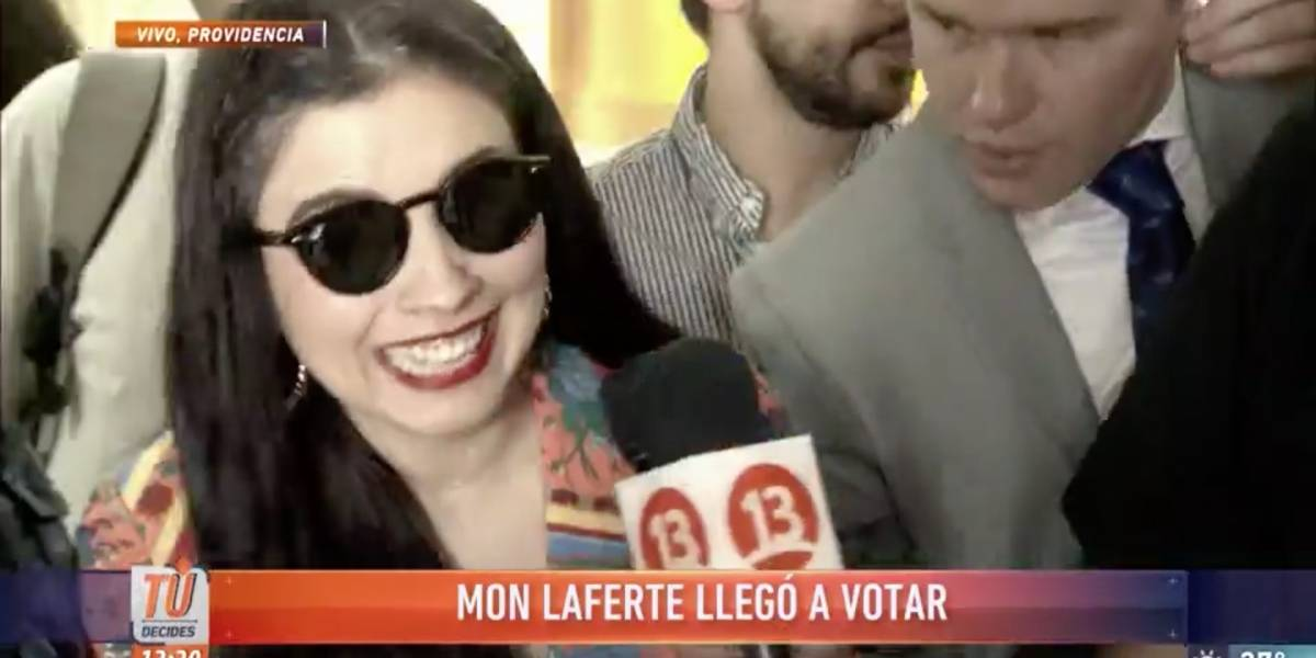 Segunda vuelta 2017: Mon Laferte aprovechó su gira por Chile y llegó a votar