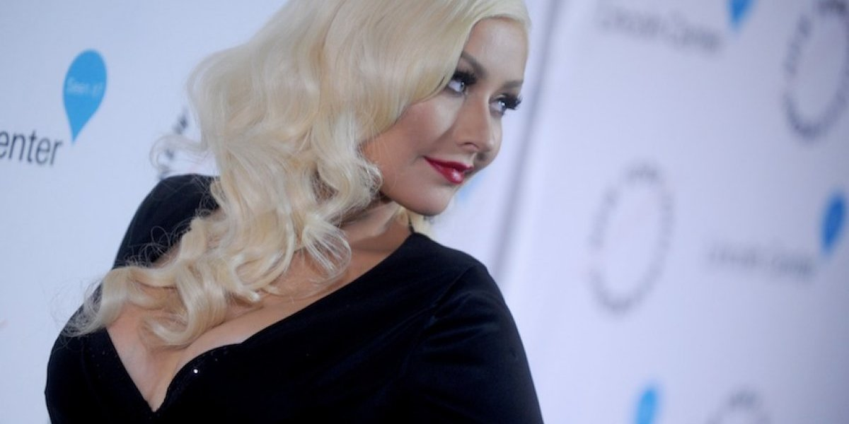 Christina Aguilera presume sus atributos y enseña de más en una foto
