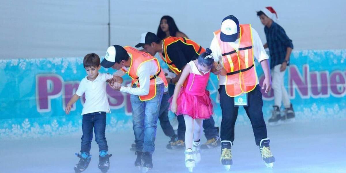 Pista de hielo causa sensación en Cancún