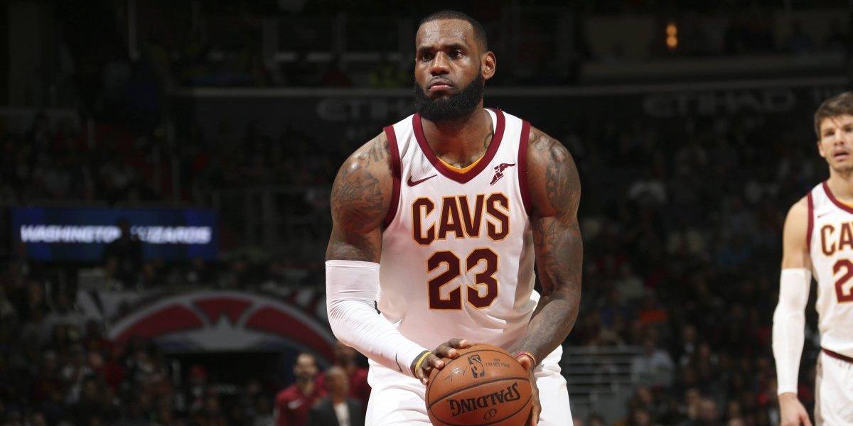 El talento de LeBron James no se detiene y anota un triple-doble en el triunfo de los Cavaliers