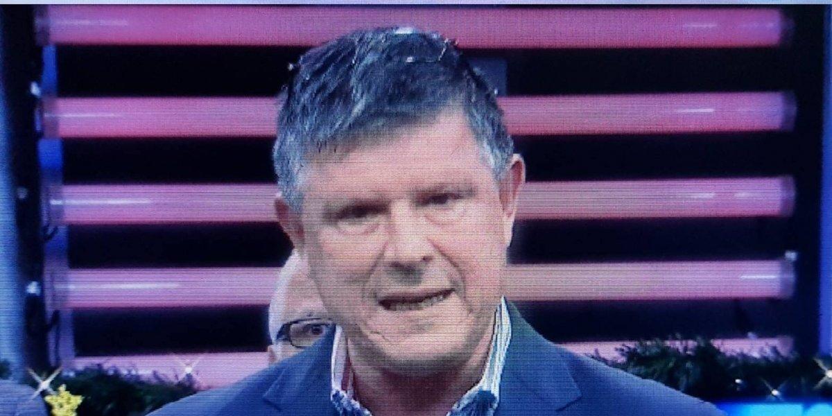 Presidente de Telemundo saca la cara por policías