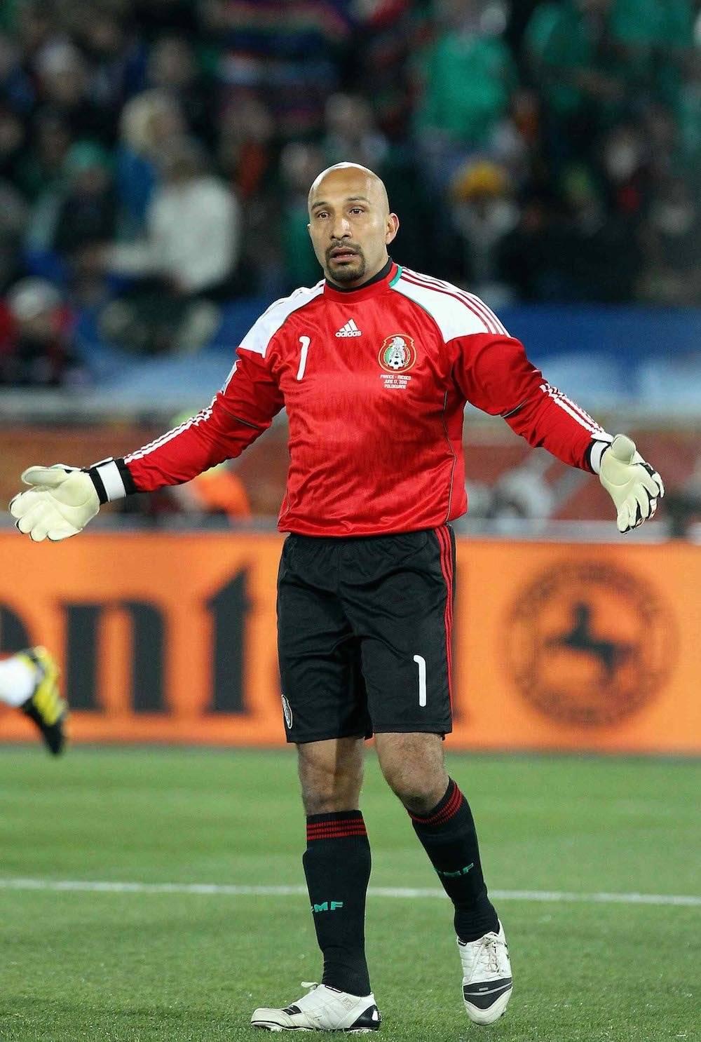 Javier Aguirre recurrió a él para defender la portería mexicana en Sudáfrica 2010. / Mexsport