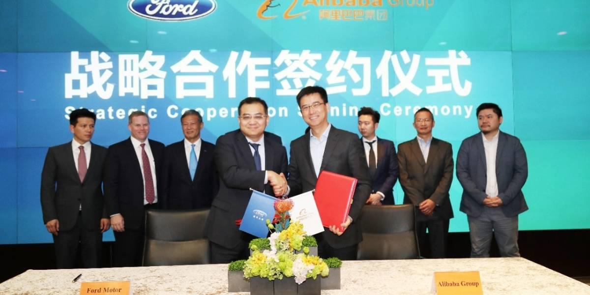 Buscando mejorar sus servicios, Ford y Alibaba suman fuerzas