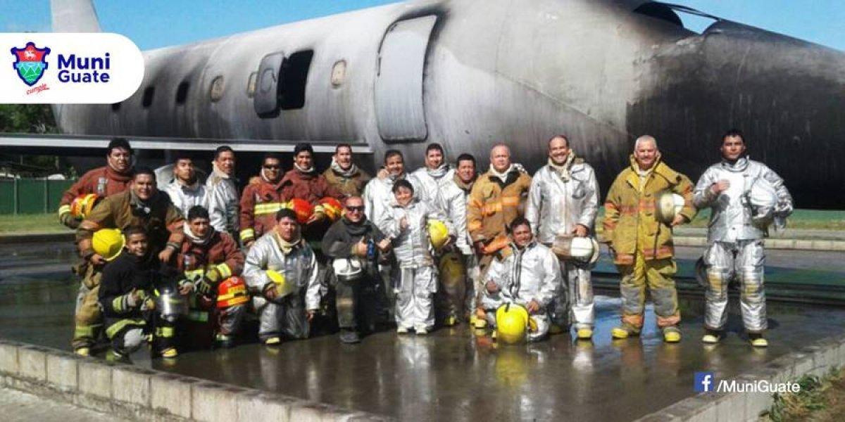 Bomberos Municipales se certifican en tácticas en accidentes aéreos