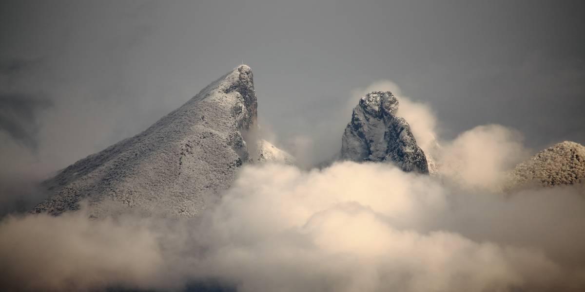 Autoridades de NL rescatan a tres personas extraviadas en el Cerro de la Silla
