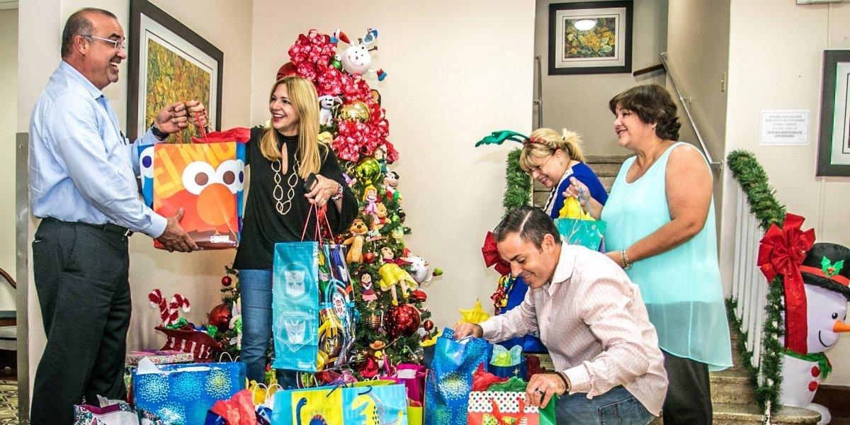 Sprint lleva regalos al Hospital del Niño