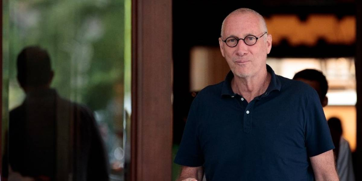 """Presidente de cadena internacional de deportes renuncia al citar """"adicción a sustancias"""""""